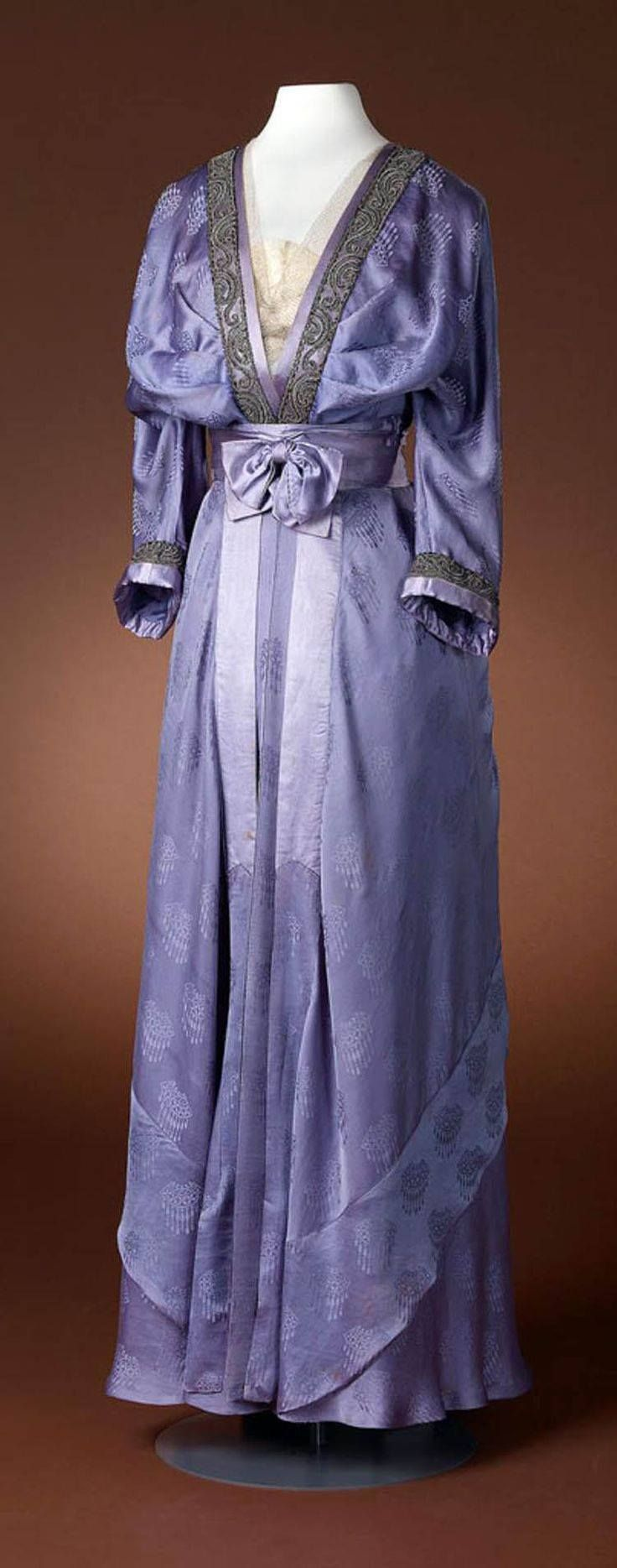 """edwardian-time-machine: """"Dress, Hirsch & Cie, ca. 1910-15. Three-piece purple or lilac gown with long-sleeved bodice, deep V-neck, belt, and skirt. Belt or waistband is pleated and has bow. Amsterdam Museum. Source """""""