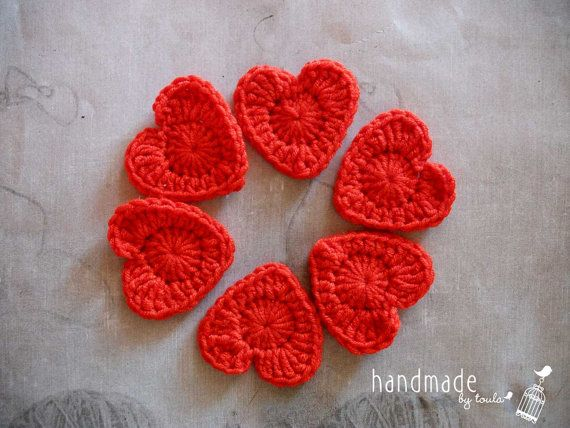Red crochet heart appliques medium size by HandmadeByToula on Etsy, €3.80