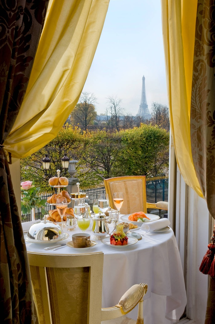 Cafe au Lait and Croissants for Breakfast in Paris...would love to go back to Paris and go here!