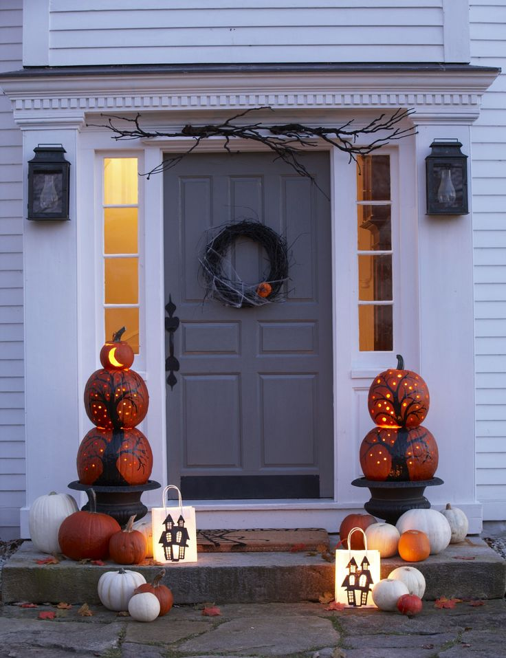 pumpkin decorating for front door www.thedailybasics.com ! LOVE THIS