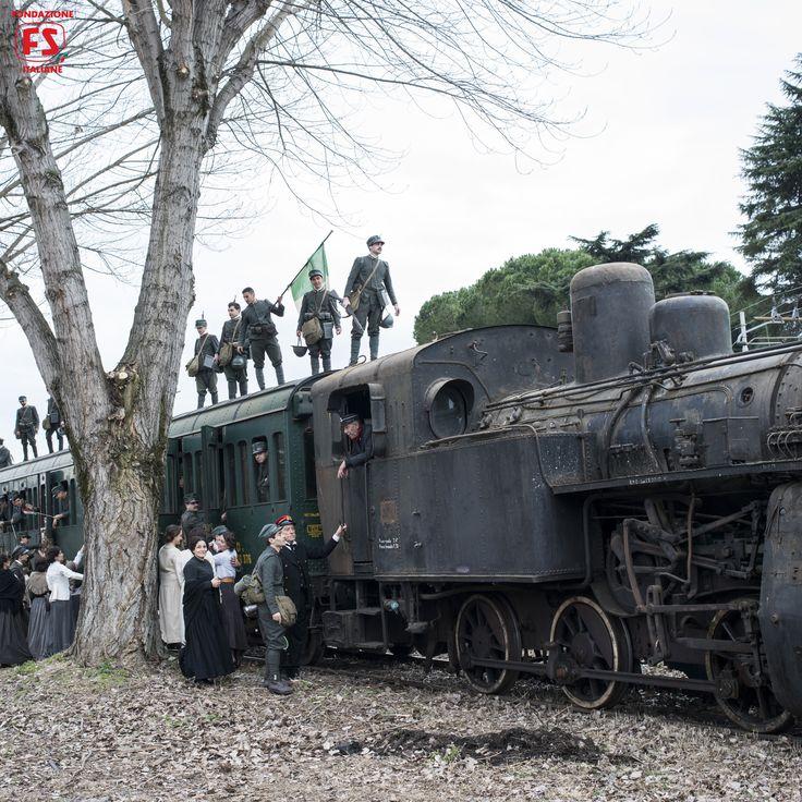 """Dal film """"Un viaggio di cento anni"""", di Pupi Avati, saluto ai soldati in partenza"""