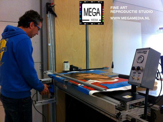 We hebben onlangs geïnvesteerd in een prachtige opspanmachine.  #opspannen #reproductie #canvasdoek #canvas #giclee #print #doek #frame #spieraam #megamedia