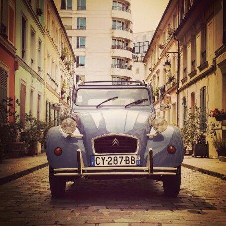 "Mirabelle the 2CV rue Crémieux! That lovely little street has many beautiful houses, green, blue, pink and yellow! This is a perfect example of what we call the ""secret Paris""! The Paris we love!  #2cvtours #2cv #2cvparistour #paris #love #secretparis #travel #trip #france"