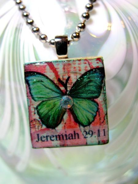 Scrabble tile Charm Tutorial    Great 1st day of school craft