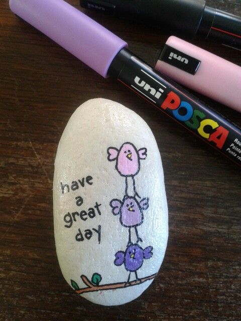 Stone painted with Posca pens, by Gitte Langborg-Hansen.