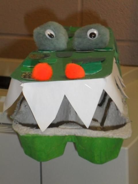how to make a crocodile from egg cartons