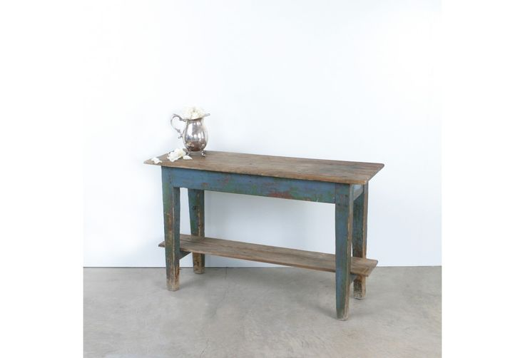 Vintage Blue over Green table