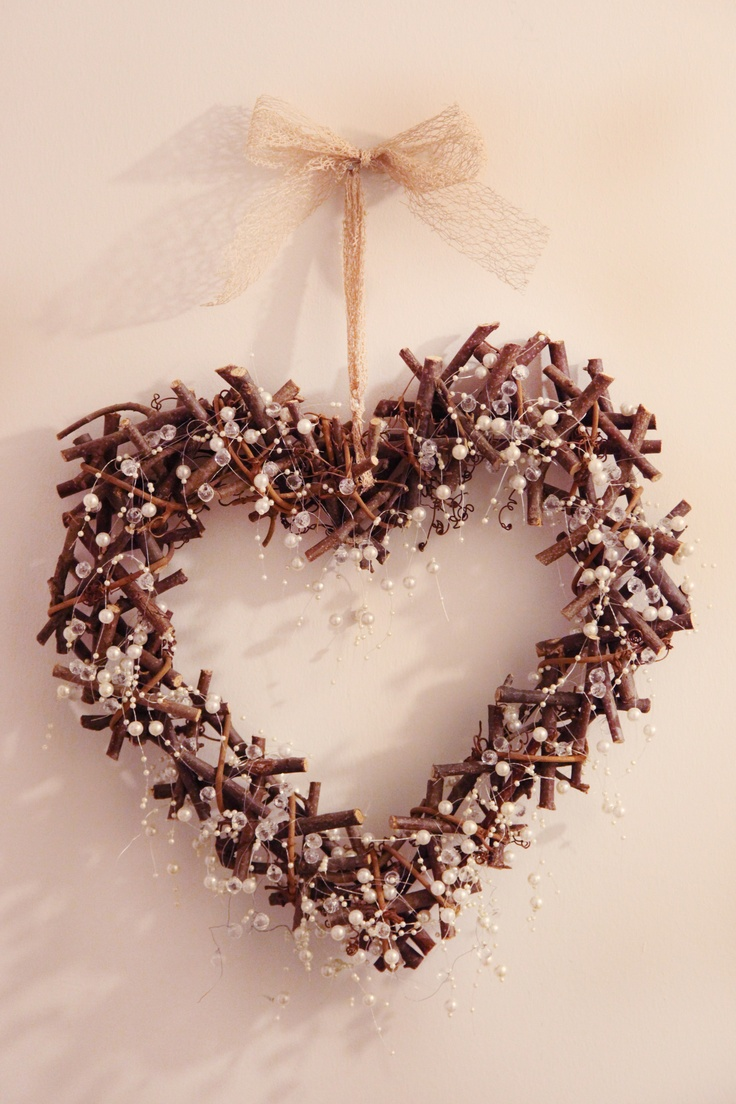1 x Large hanging pearl wicker heart    £8 to Hire