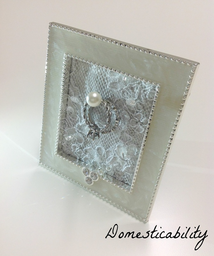 Love love love! this DIY framed ring holder to have on your bedside table for nights or a bathroom sink while washing your hands. Great idea for a bridal gift too.