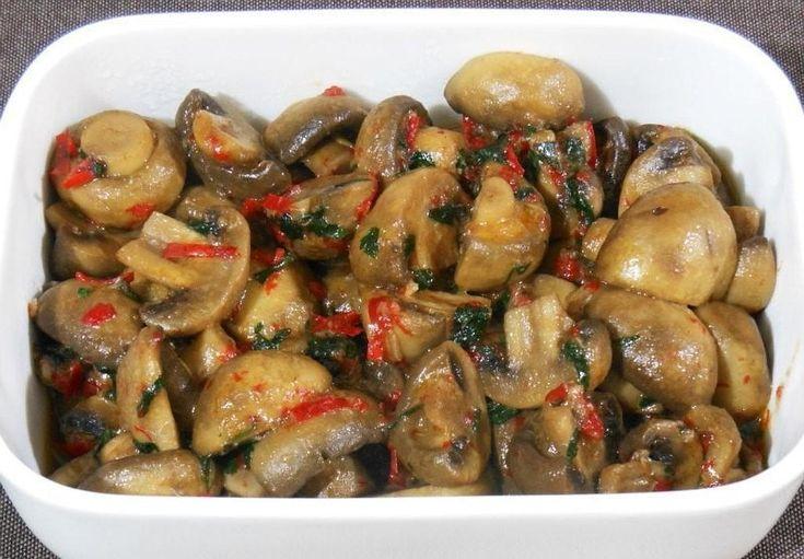 Тушеные грибы с чесноком и перцем чили — обалденная закусочка! |