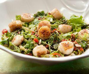 Salada de vieiras grelhadas à la Calloni