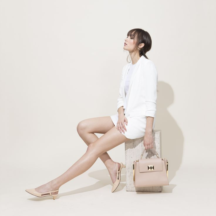 Comfort heels you can wear all day long.  #maudfrizon #spring #essential #feminine #chic #elegance #parisian #fashioninspiration #comfort #heels #slingback