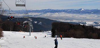 Snowland, lyžiarske stredisko - štvorsedačková lanovka, 5 vlekov, 1 detský vlek so vstupom zadarmo, 8 zjazdových tratí , bežecké trate, 3 tenisové kurty, skiservis, kĺzisko  Zľava: 20%; sa vzťahuje na celodenný, večerný, 4 a 5 hod. skipass
