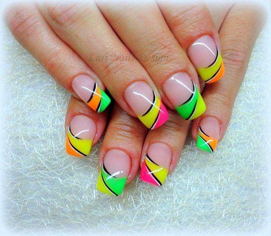 Creo que difícil de realizar el trabajo en las uñas, pero vale la pena el resultado. color nails. Neon and stripes.