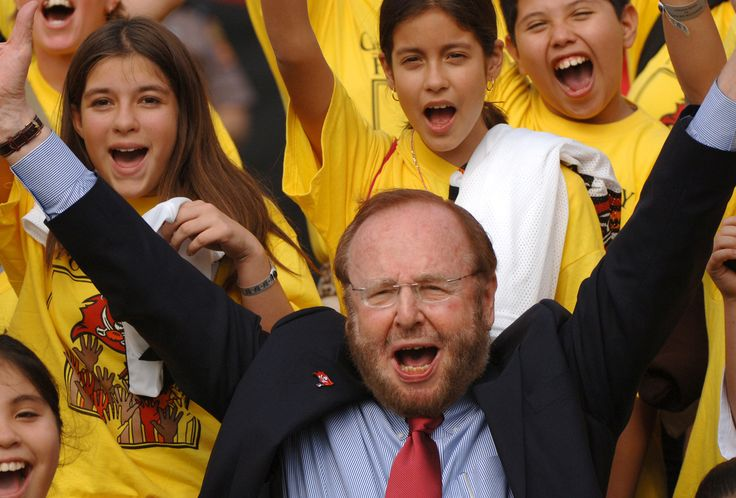 Malcolm Glazer  Rising from near-poverty as a teenager, Glazer went on to own the NFL's Tampa Bay Buccaneers and international soccer powerhouse Manchester United. He was 85.  http://www.latimes.com/local/obituaries/la-malcolm-glazer-20140531-photo.html