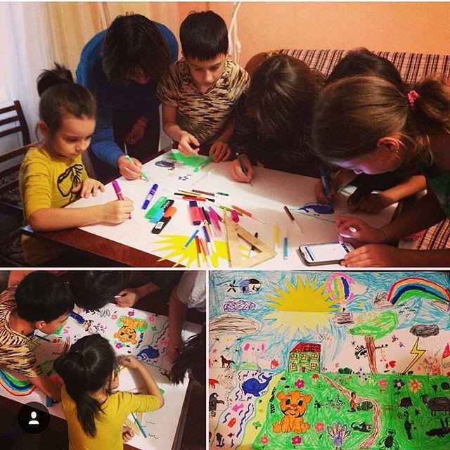 На вечеринке дети вместе нарисовали новый мир.