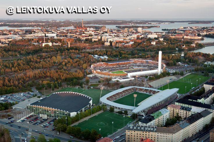 Helsinkiä iltavalaistuksessa Ilmakuva: Lentokuva Vallas Oy