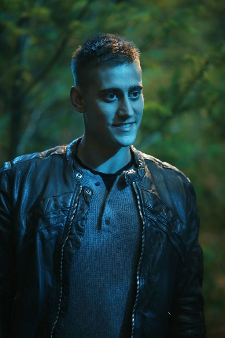 Michael Socha - Will Scarlet Want to live in wonderland with him Love this Smileys ❤️