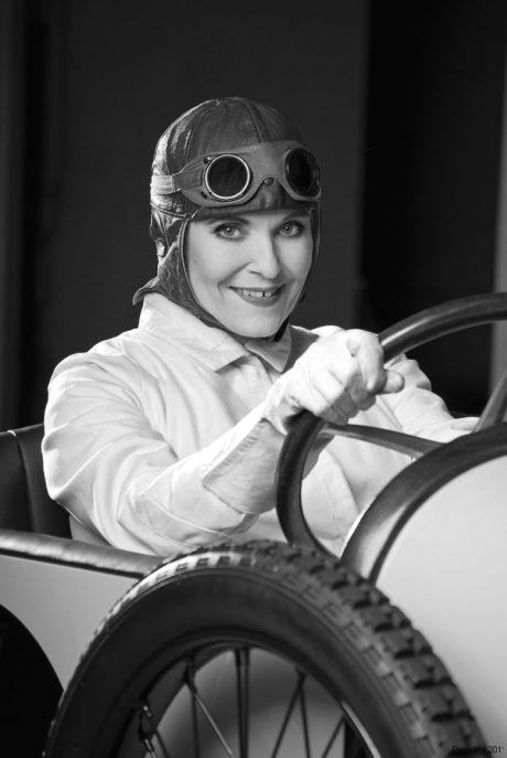 Chantal Poullain  jako Eliška Junková-automobilová závodnice