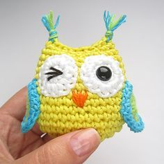 Tiny amigurumi owls, step-by-step tutorial by Kristi Tullus, amazing in depth pattern - free ravelry download!