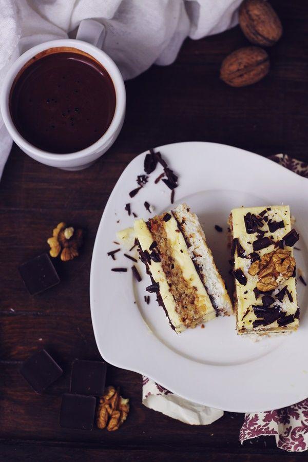 Prajitura cu nuca de cocos, crema de vanilie cu unt si nuci | Pasiune pentru bucatarie