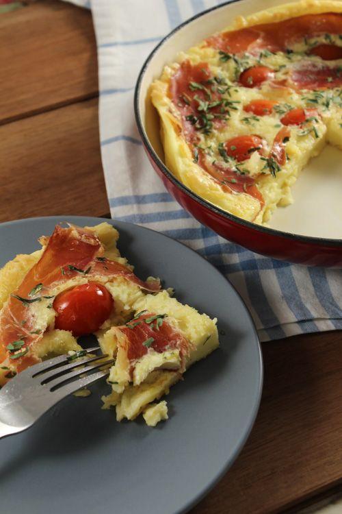 • 2 colheres (sopa) de manteiga • 6 ovos • 1 xícara de farinha de trigo • 1 xícara de leite • 1 xícara de queijo ralado ou bem picadinho ( muçarela, queijo coalho) • 2 tomates sem sementes picadinhos ou 6 tomates cereja • Salsa picada, ou outra erva a gosto Sal • Fiz alterações nas quantidades. Modo de fazer veja no site.
