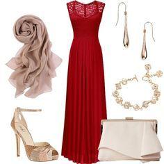 Abito rosso e scarpe argento
