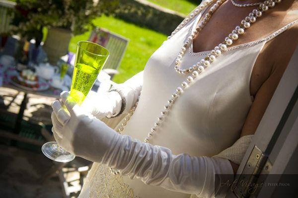 свадебное платье в стиле ретро винтажное свадебное платье образ невесты в стиле 20-х готодов 1920-е мода для свадьбы аксессуары для свадебной прически в стиле рэтро украшения для волос винтаж бусы из жемчуга пальто к свадебному платью в стиле рэтро свадебная обувь в стиле рэтро дизайнерские свадебные платья свадебные платья каталог дизайнера реальные фотографии винтажной свадьбы в стиле рэтро