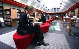 En la sección de Reading del TOEFL iBT, se medirán tus habilidades de lectura en un entorno académico, de entender textos y lecturas que seguramente tendrás que estudiar durante tu carrera universitaria o maestría.