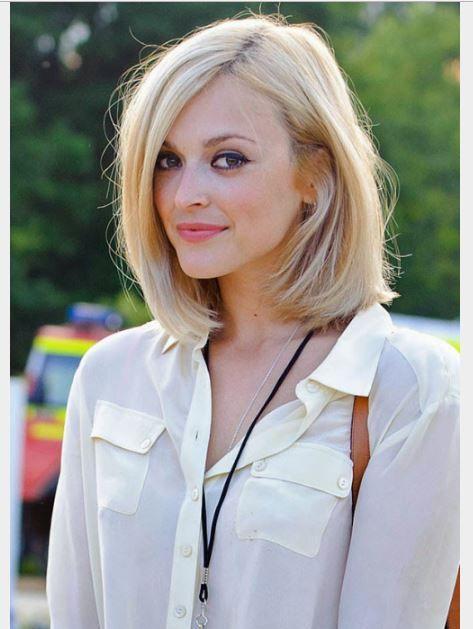 38 yaş sarı saç rengi ve omuz hizası saç kesim modeli