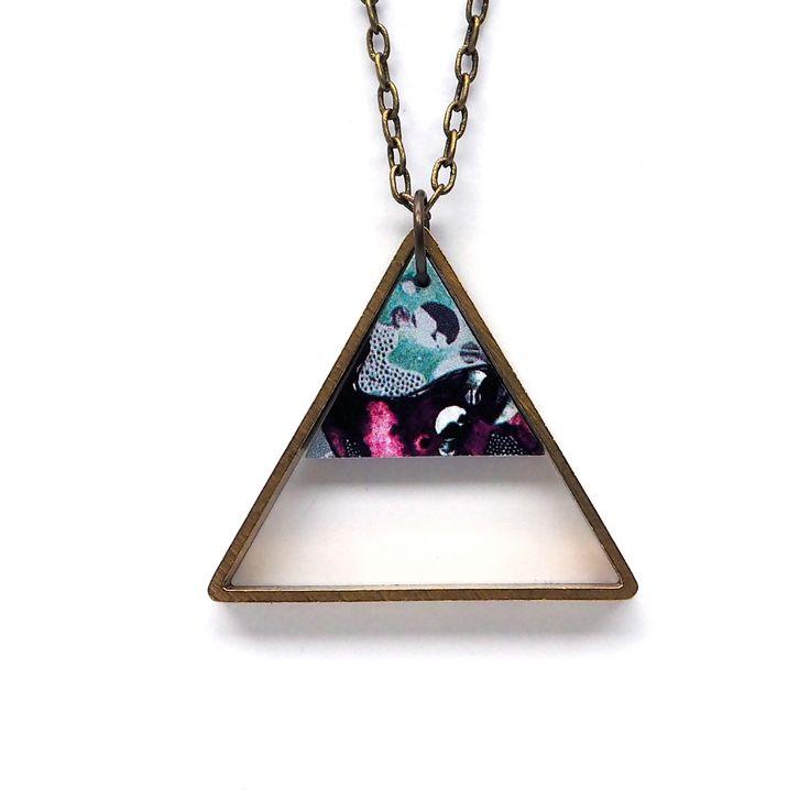 Doppelten Dreieck geometrische Halskette-blau gemusterten Laser geschnittene Holz & Blech geometrische Schmuck Dreieck Schmuck Dreieck Halskette von MicaPeet auf Etsy https://www.etsy.com/de/listing/204578966/doppelten-dreieck-geometrische-halskette