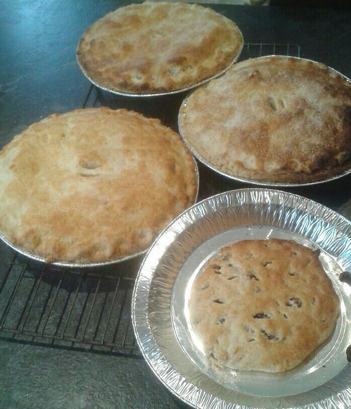 Apple pies and flatcake