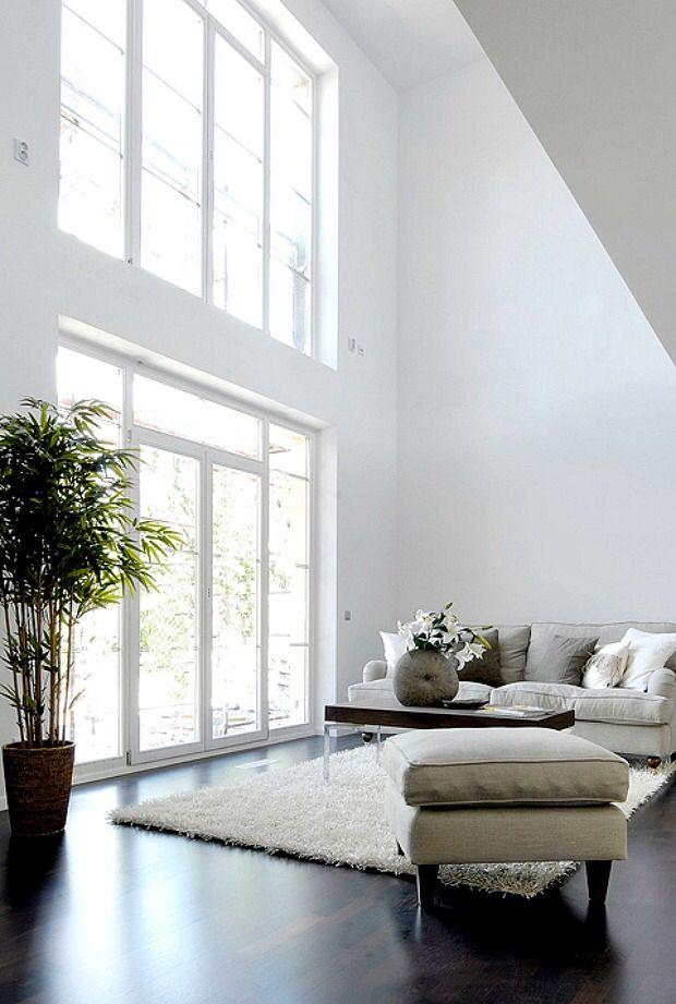25 beste idee n over hoge ramen op pinterest slaapkamer raambekleding en muur gordijnen - Hoog plafond ...