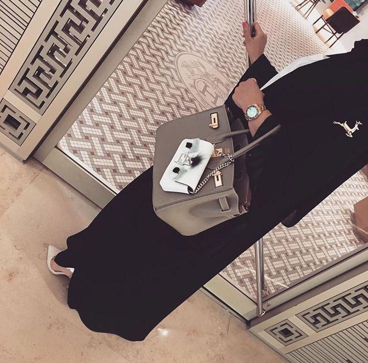 IG: Abayat_Alkhshf || IG: BeautiifulinBlack || Abaya Fashion ||