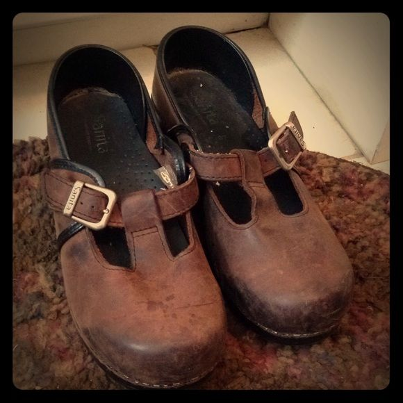 Sanita (danskos)| Rustic Oiled Leather Shoes These are made to look like rustic oiled.  Love these and have worn around the house.  However work dress code was updated to black shoes only - so these babies got to go! Dansko Shoes Mules & Clogs
