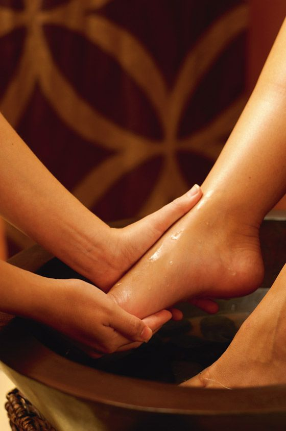 Magnesium pain relieving foot soak