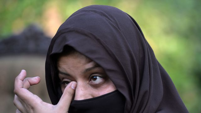 Hafsa, une Ahmadie, mère de la petite Sabiha Ahmad, le 24 novembre 2015, dans un lieu non révélé, au Pakistan - Les islamistes extrémistes considèrent les Ahmadis comme des hérétiques, estimant que le foi en un prophète du XIXe siècle relève du blasphème envers Mahomet.