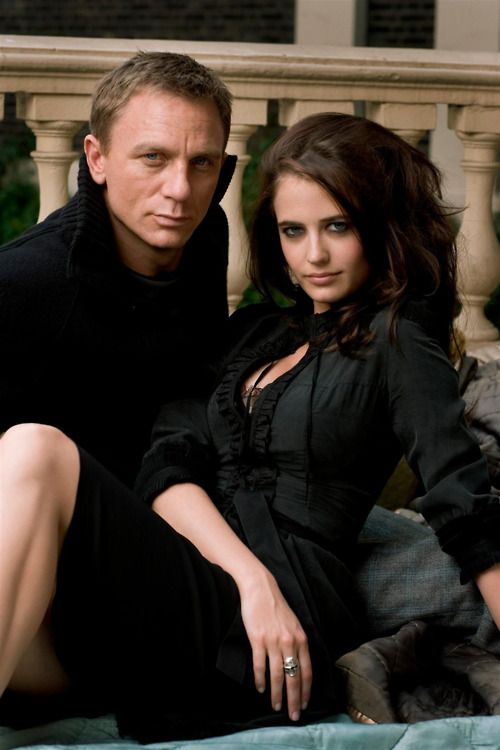 Daniel Craig and Eva Green as James Bond and Vesper Lynd. The hotness is overpowering.