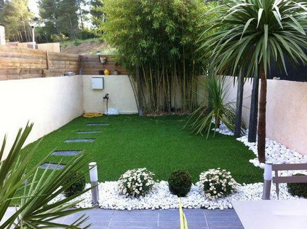 Jardín con piedras blancas