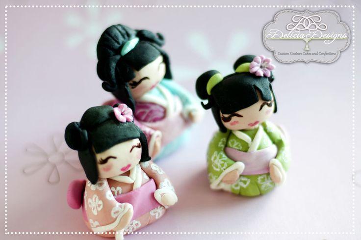 Little fondant topper Kokeshi dolls:)