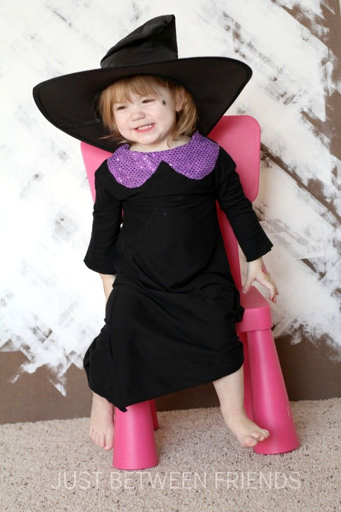 Make your own Toddler Witch Costume in less then an hour! Perfect for the last minute Halloween prep!