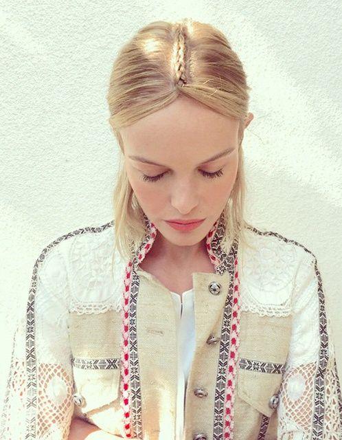 La mini tresse/raie, le nouveau gimmick boho du moment ! (Kate Bosworth/Coachella)