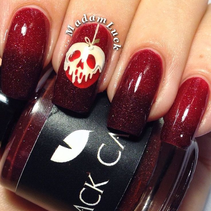 I absolutely love these Snow White themed nails, if you ...