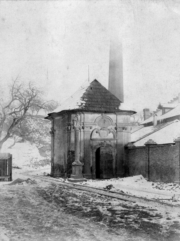 """Kaple sv. Václava zvaná """"U továrny""""/1912/ kaple stávala pod svahem Vinohrad, na okraji bývalého Hřbitovního předměstí"""