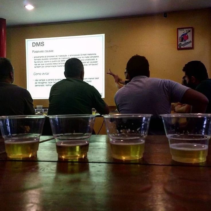 Treinamento de análise sensorial organizado pela Acerva Carioca. Dia de sentir a banana no fundo! #homebrewing #homebrew #acerva #cervejacaseira #craftbeer #cervejaartesanal #beerporn #instacerveja #instabeer #cerveja #beer #birra #cerveza