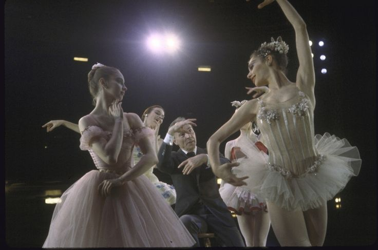 New York City Ballet photograph of George Balanchine and dancers Suzanne Farrell, Patricia Neary, Gloria Govrin and Patricia McBride (New York)