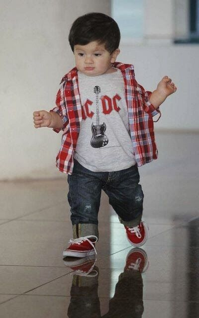 lionel messi son photos , thiago messi pictures , lionel messi with his son cute images