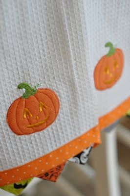 PLEASANT HOME: Target $2.50 Halloween Dish Towels. Cute way to make store-bought towels even better.