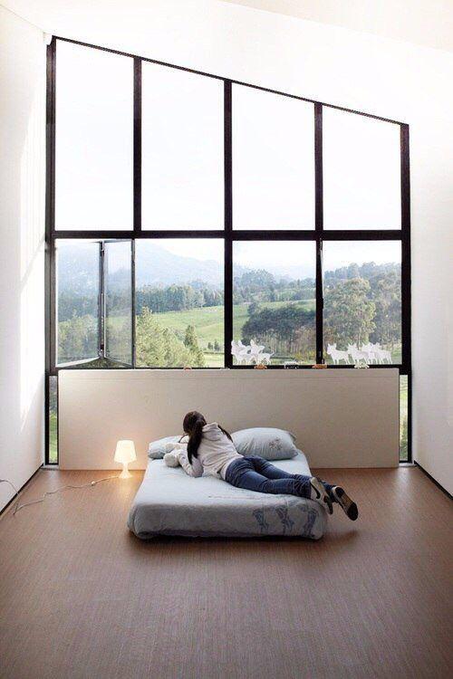 Огромные окна, кровать, спальня, интерьер, модерн, современный стиль,  комната, природа, красивый вид из окна