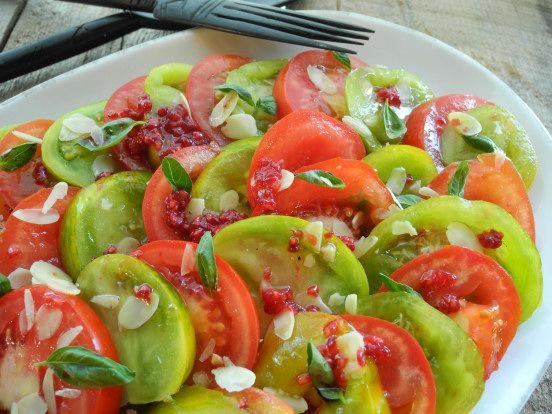 Recette d'été  * Panaché de tomates à la framboise, à l'amande et au basilic *  --- Le cri de la courgette ---